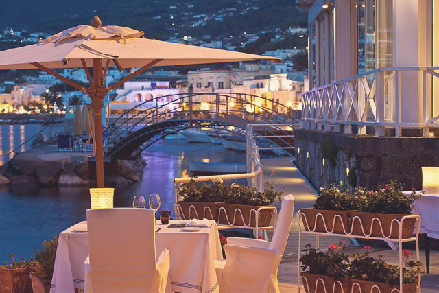 Prestigious Five Star Hotel Overlooking The Bay Of Naples