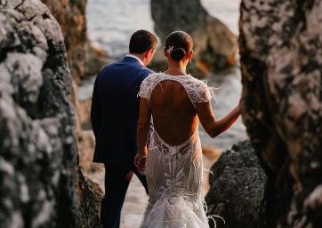 Wedding pics on the rocks in Capri