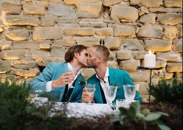 Romantic Wedding moment in Umbria