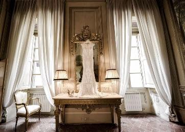 Elegant Bridal dress in Tuscany