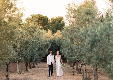 Wedding shooting in the vineyards in Apulia