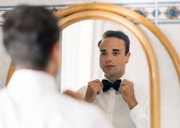 Groom getting ready in Apulia