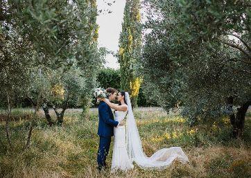 Wedding shooting through the Tuscan vineyards