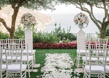 Elegant Wedding ceremony facing the sea in Amalfi Coast