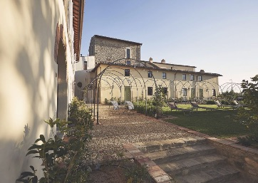 Get Married in Florence at Prestigious Villa surrounded by Chianti countryside