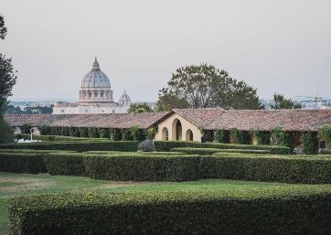 Get Married in Rome at Luxury villa surrounded by a spectacular park overlooking the Basilica of St. Peter