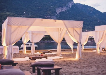 Get Married in Lake Como at A Glamorous Restaurant on the Lake